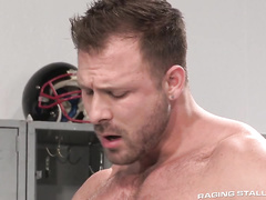 Sporty shaped hunks are passionately fucking in locker room