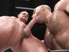 Big strong muscled gay is pleasuring hot fuck in locker room